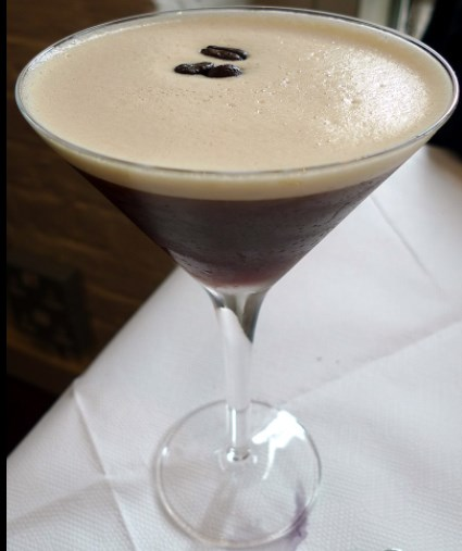 Espresso Martini on kylmä juoma.